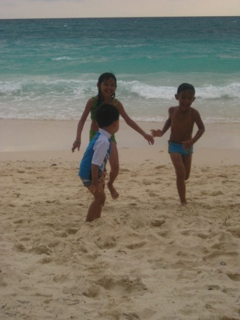 playing at the beach with cousins