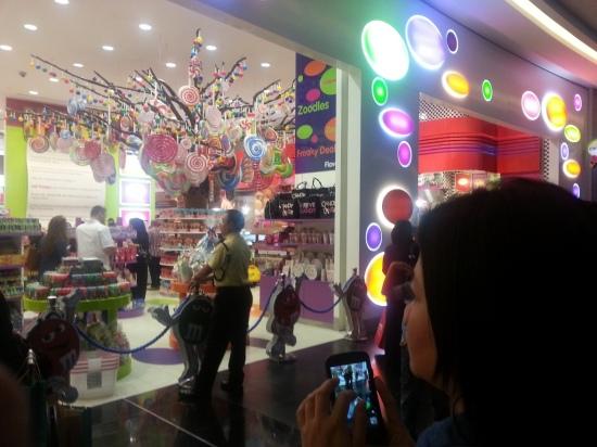 Nov 15 03_Dubai Mall-021