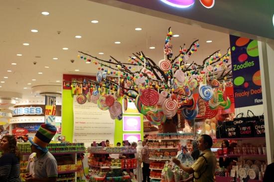 Nov 15 03_Dubai Mall-039